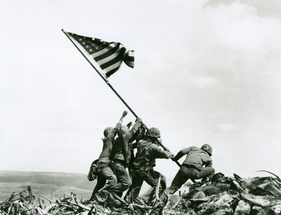 American soldiers raising the flag at Iwo Jima