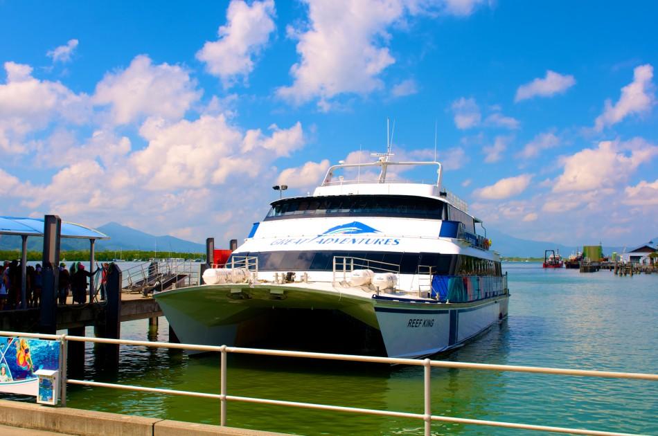 前往Green Island的遊艇!