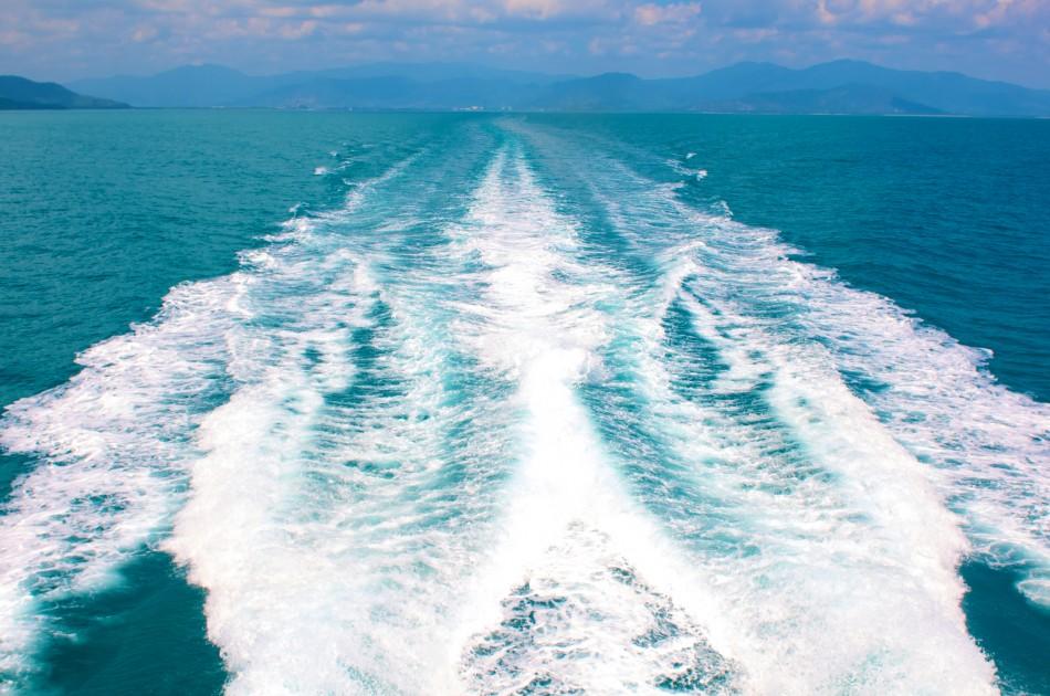 凱恩斯近海海的顏色是淡綠色的!