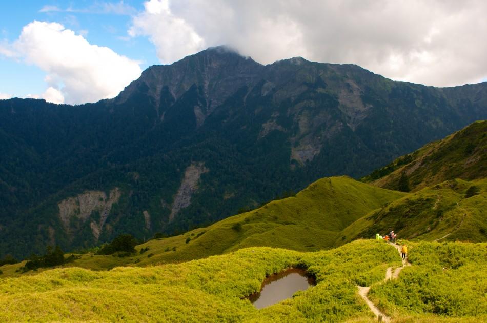 遠看奇萊北峰即可感受到他的壯麗山勢啊!