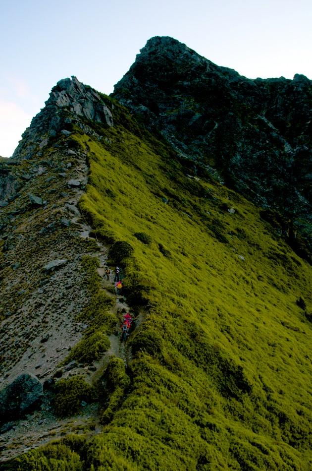 近看奇萊北峰,更能感受到她的險峻山勢!