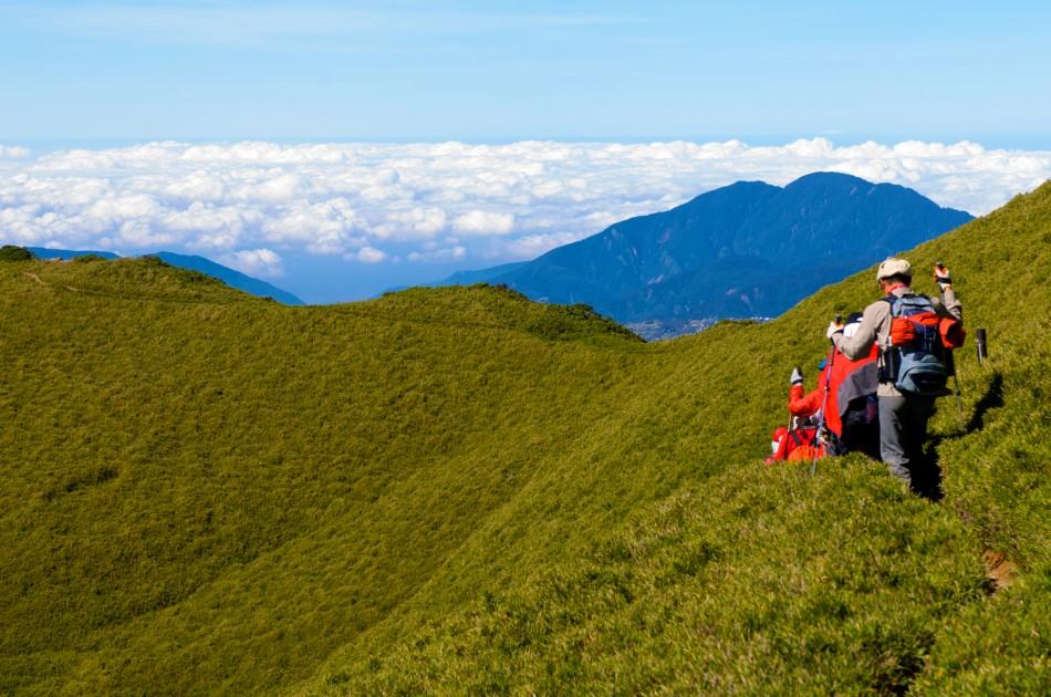 這是前往奇萊主峰的路上,遠處看起來像是一大片的棉花糖!