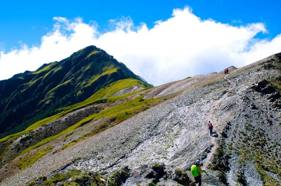 前往奇萊主峰的路上,會經過一片碎石坡~