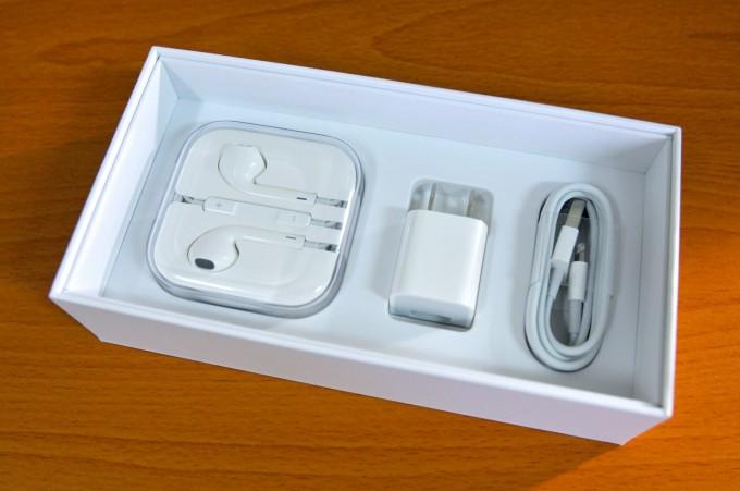iPhone 6 Plus的附件包含:傳輸線、充電器、耳機!