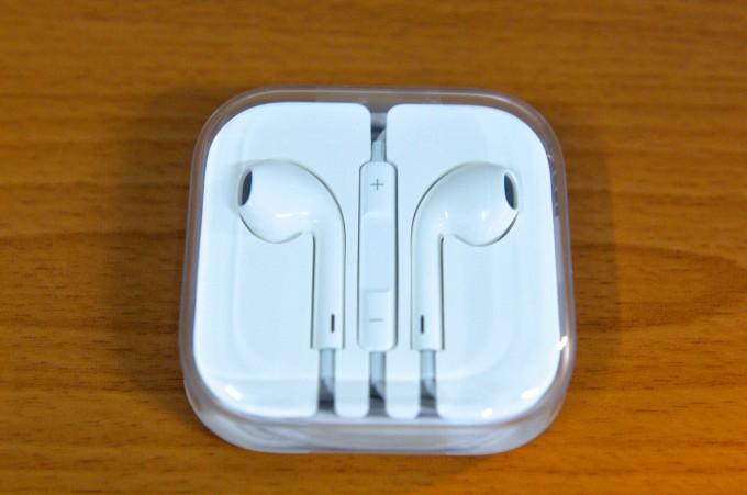 蘋果提供的原廠耳機... 我應該不會使用吧~ 已經有很棒的耳機了!