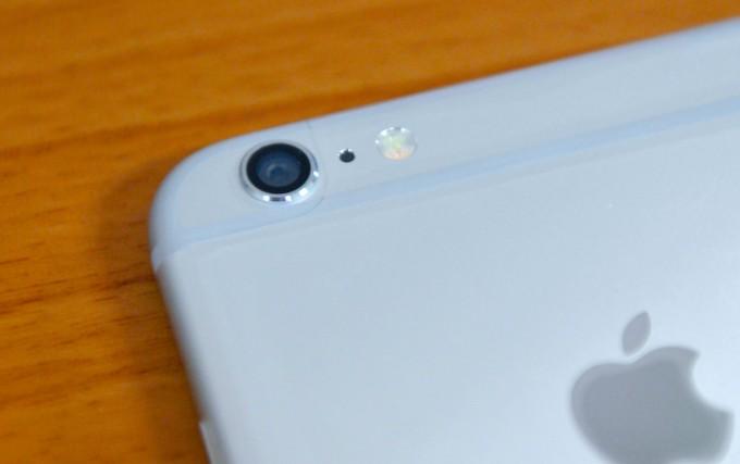 後方的鏡頭,iPhone 6的鏡頭採用浮動的防手震鏡頭~