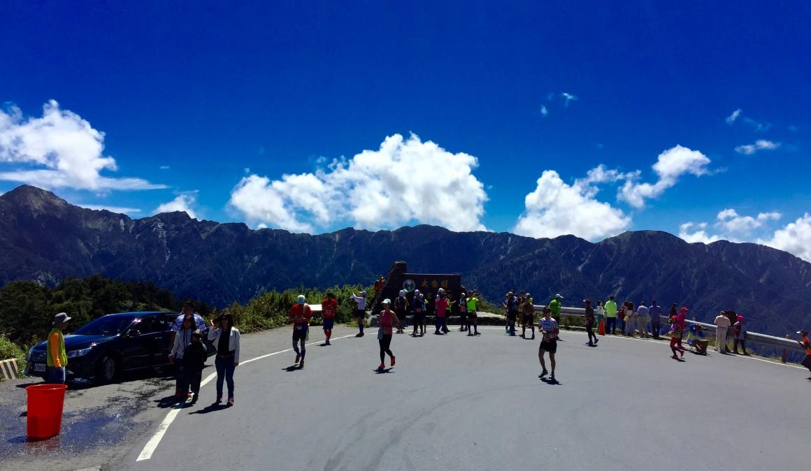 終於來到太魯閣國家公園紀念碑了,轉過這個彎,就是那段最美麗的武嶺+合歡山的高山景觀公路了