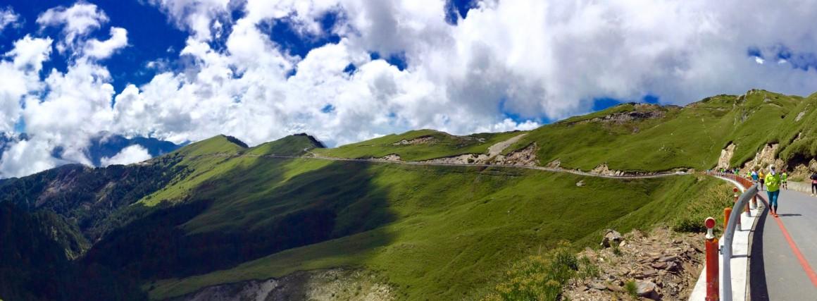 回程時拍了一張武嶺高山景觀公路的全景圖!