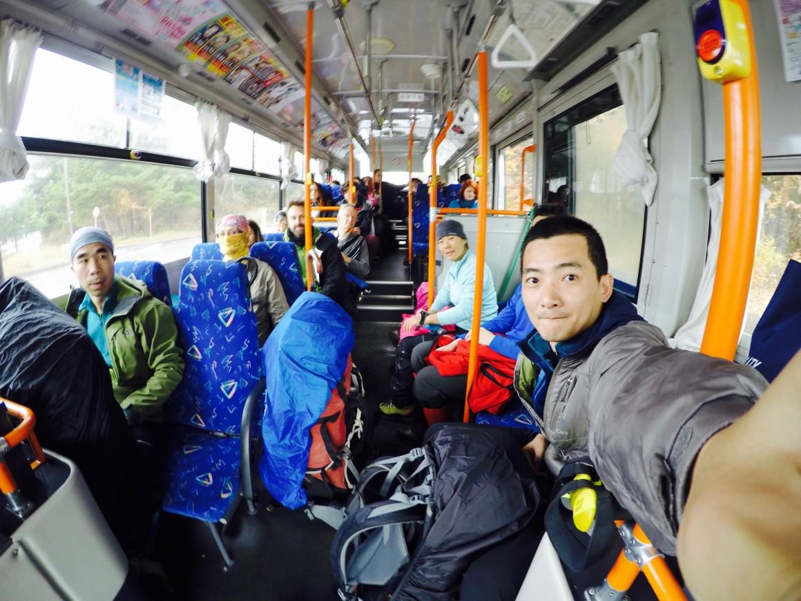 搭公車前往富士山