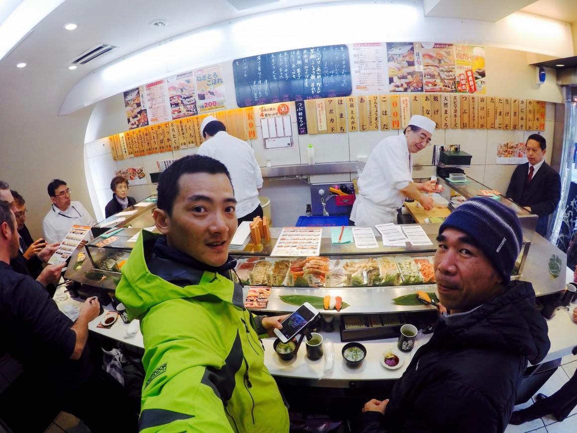 來到日本一定要吃一餐道地的生魚片才行~